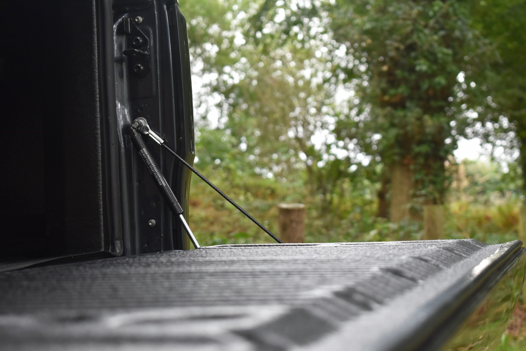 Ford Ranger tuning and styling tailgate damper gas strut